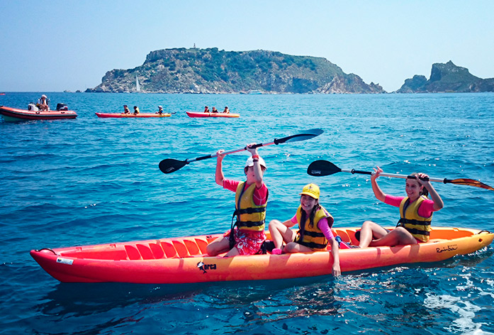 Discover the Costa Brava: sailing craft hire estartit, kayak hire costa brava, paddle surfing estartit