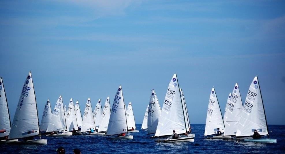 regata classe europa navegant